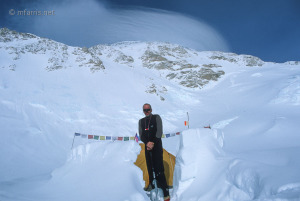 Mike Farris at 4300m (14,100 ft) on Denali, with fierce winds over the summit behind